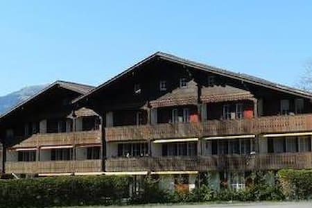 Chalet Oberland 11 (5 chambres pour 8 personnes) - Saanen - Almhütte