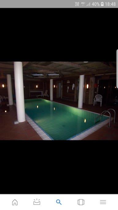 Relax nella piscina riscaldata dopo una giornata nei sentieri della Val Badia...
