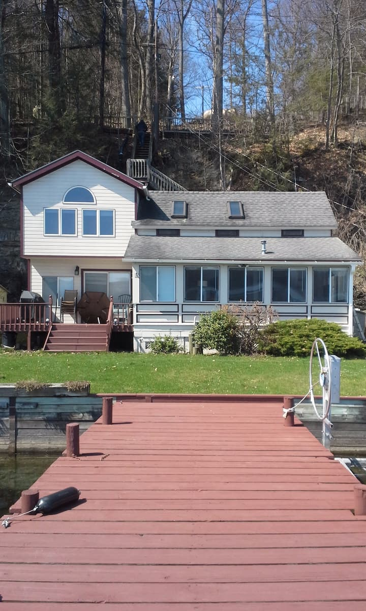 Cayuga Lake Level  Cottage  3 Miles from Ithaca