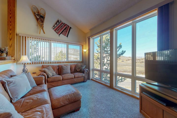 Ski-in/ski-out condo w/ mountain view & shared pool/tennis!
