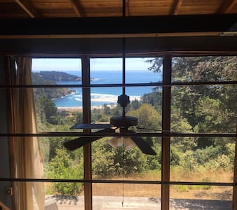 Romantic Loft with Ocean View! ❤️ - Mendocino - Hytte