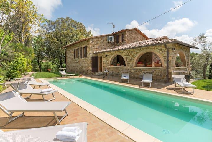 Poggetto farmhouse with private pool and garden