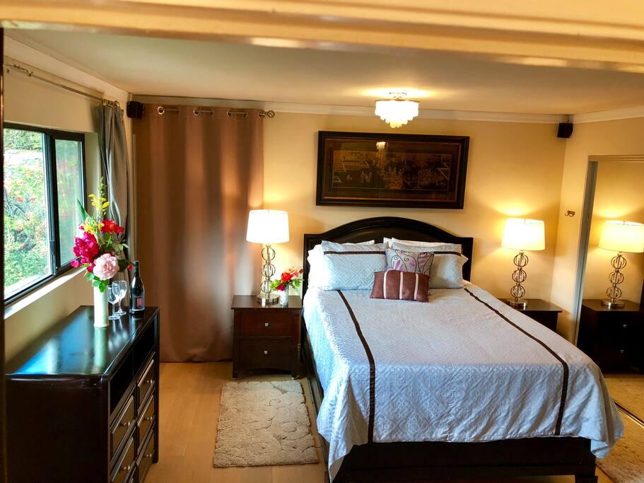 Queen Bed, Bedroom 1