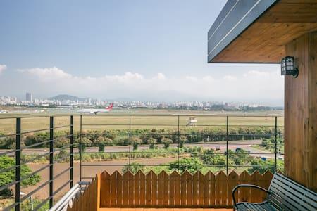 제주공항 통유리를 통해 보이는 아름다운 커플룸 - Dodu 5-gil, Jeju-si