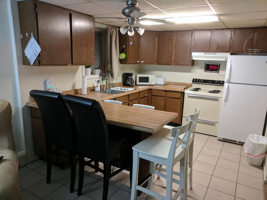 Open American Kitchen, Counter-top & Chairs