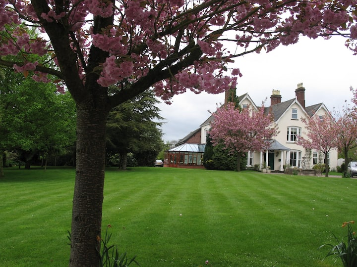 Historic country house - 4 bedrooms, possibly more