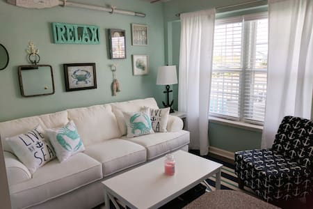 Newly remodeled bright, beachy condo!