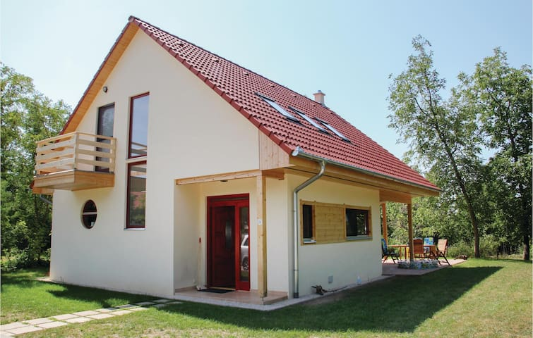 Holiday cottage with 5 bedrooms on 100m² in Szólád