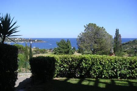 2 pièces, rez-de-jardin superbe vue mer et Estérel - Saint-Raphaël - Serviced flat