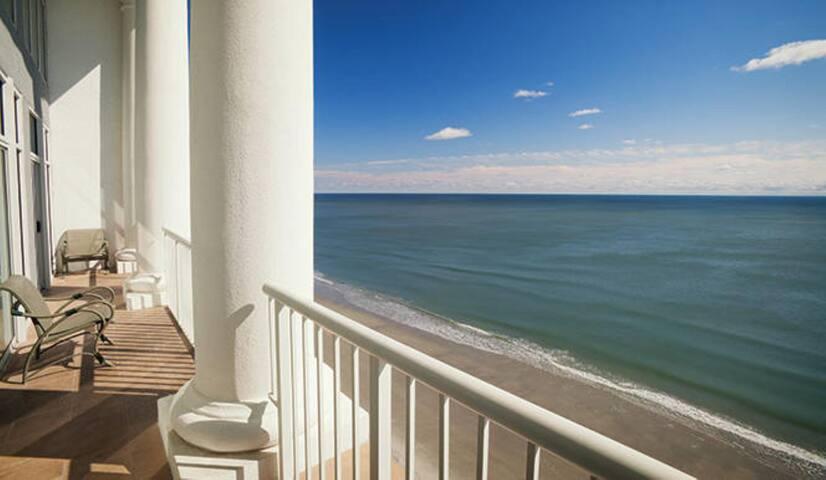Two Bedroom Ocean Front Condo, Myrtle Beach (A550)