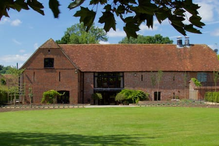 Beautiful Barn Conversion in New Forest - Wiltshire