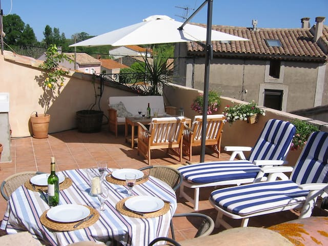 Lovely & romantic house, near Carcassonne & beach.