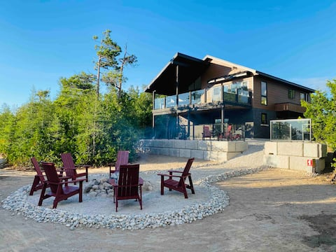 Cedar Harbour — Modern Cottage with Amazing Views