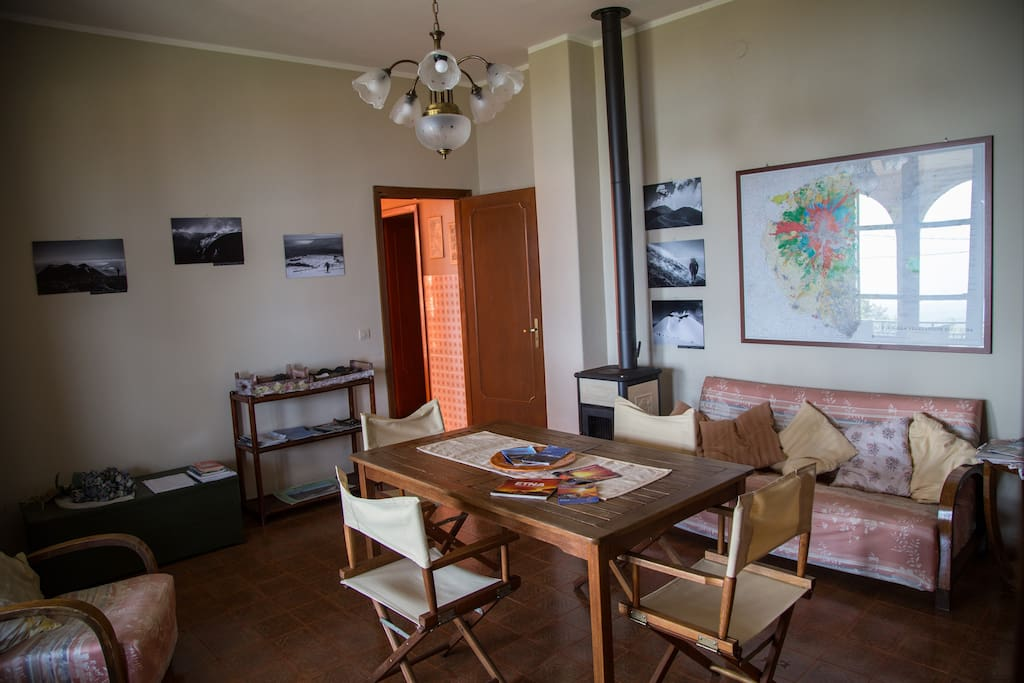 The salon with pictures and maps of Etna