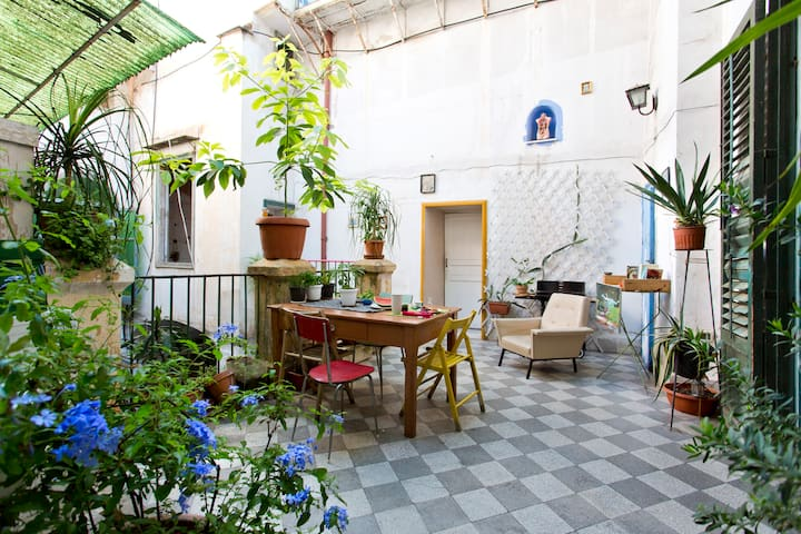 Charming Room in city center Palermo - Palermo - House