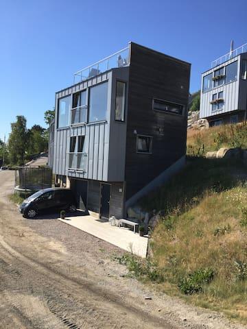 Moderne hytte med panoramautsikt over Drøbaksundet