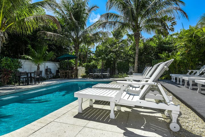 Blissful Bay - Great location, walk to sunset and Anna Maria City pier! 3 bedroom condo w/ pool