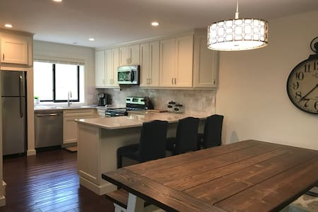 Updated Townhouse Near Loon Mountain