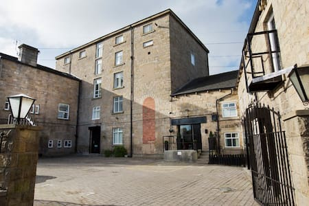 Spacious Studio In This Amazing Converted Mill - Leeds
