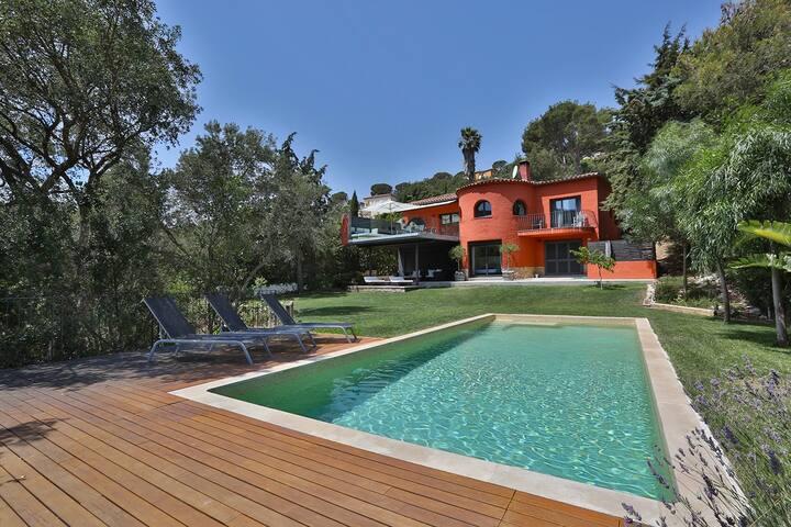 Beautiful coastal villa with pool and views