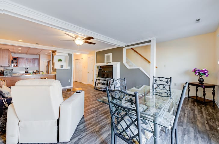 Lakefront townhome w/ water views & shared beach, boat launch & slip!
