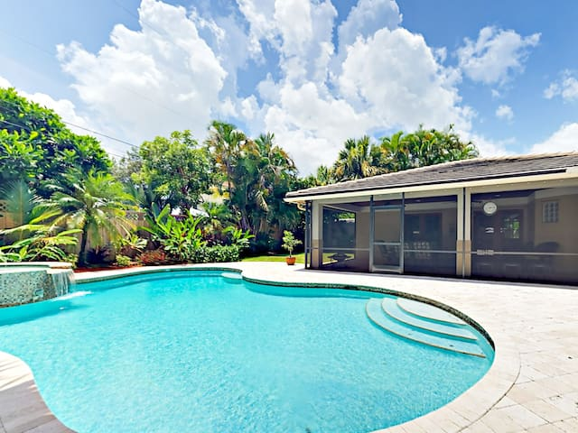 Tropical Getaway 3BR w/ Screened Porch & Pool
