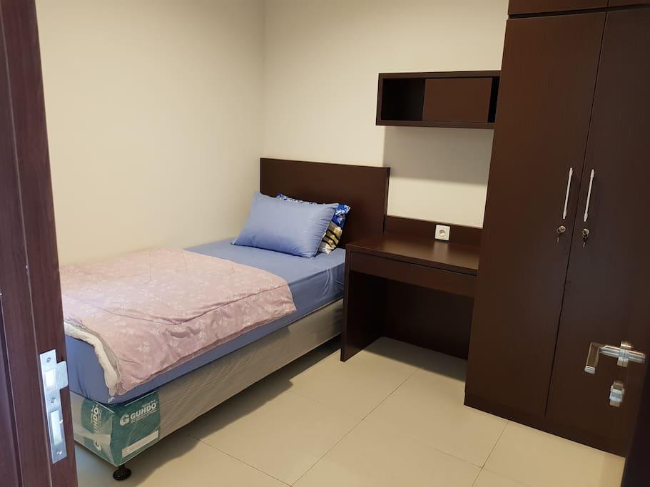 Kamar 1 - Lantai 1 Room 1 - First Floor Single Bed, Bedcover, Sprei, Handuk, Bantal & Guling (Towel, Pillow & Bolsters)