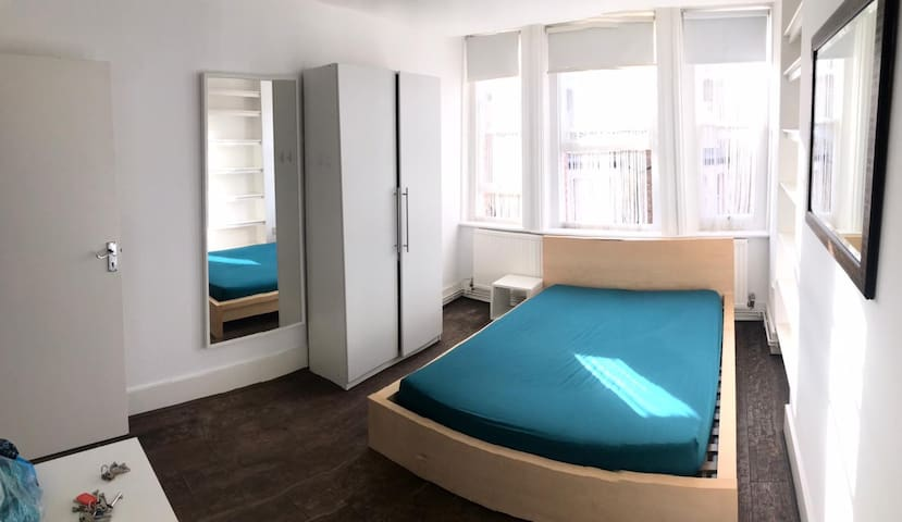 Large Room in Elephant & Castle 4 mins to tube st