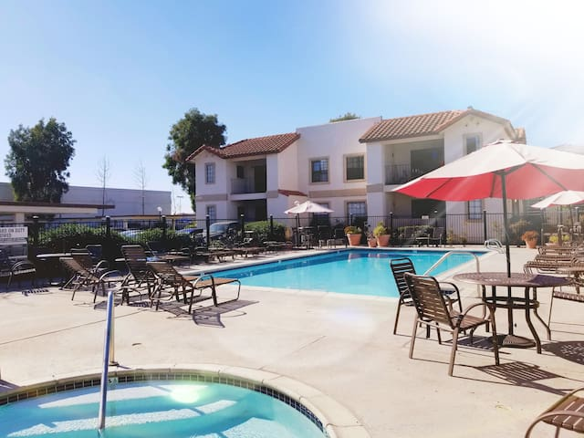 Private 1BD/1BA Apartment with Pool & Jacuzzi