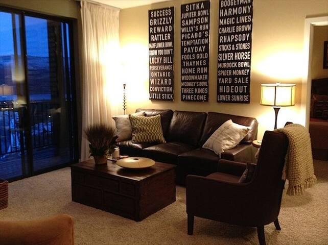 Beautiful Views of Jordanelle! Designer 2bd/3bth - Heber City - Condominium