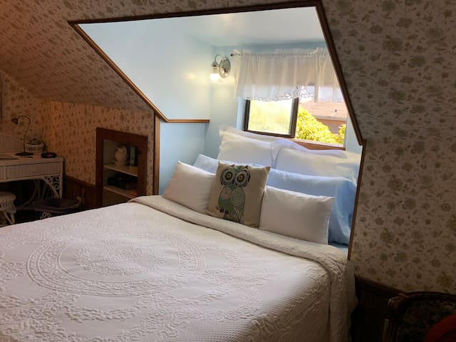 GRANNY'S ATTIC - Country Inn Bed & Breakfast