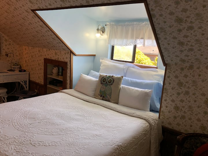 GRANNY'S ATTIC - Country Inn