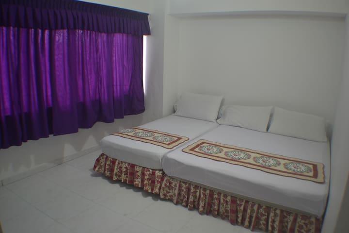 Private Room: 1 Queen + 1 Single
