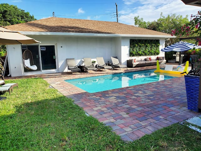 New Studio with Heated Pool, Laundry & More