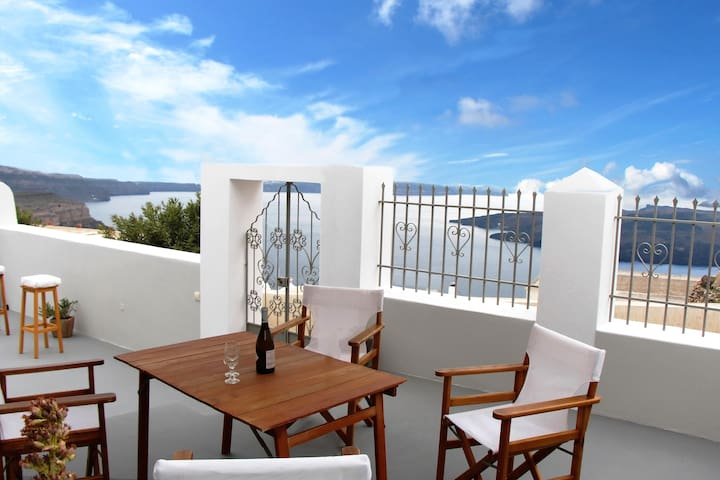 Villa DALI: House with volcano view - Thira - Hus