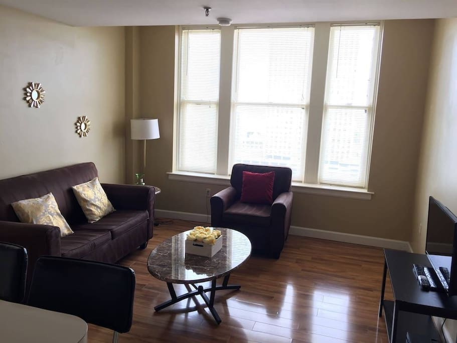 Stylish 2 Bedroom Walk To Beale Apartments For Rent In Memphis Tennessee United States
