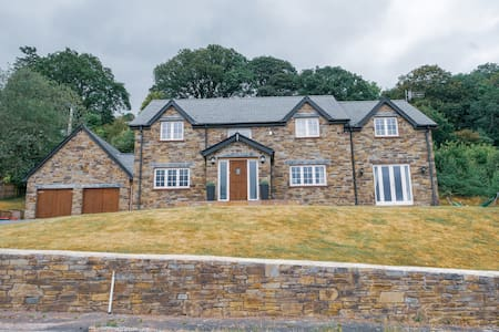 A spacious 5 bedroom house with stunning views.