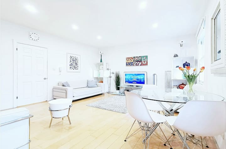 A Luxe Modern Apartment (150+ Reviews) Great Area