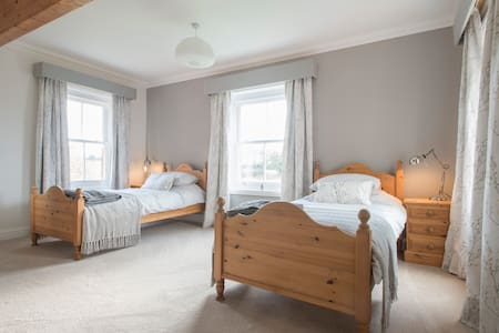 The Farmhouse - Twin Room near Cromer - Norfolk