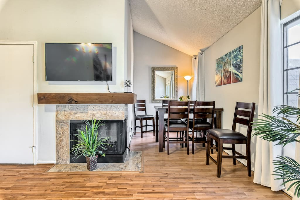 """48"""" Samsung Smart TV with Direct TV movie package. Upscale Dining for 4."""