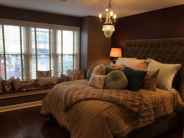 Cozy & Lush Room in Upscale Condo! - Roanoke - Ortak mülk