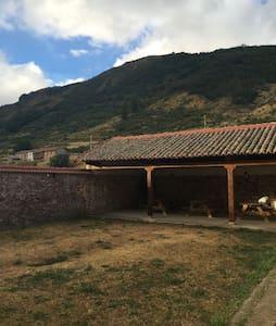 Casita con encanto en las montañas - Villanueva de Pontedo - Hus