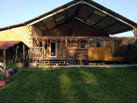 Mobil home rustique & mini cabine sur petite ferme