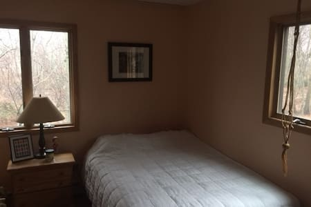 Private room with a view, close to SBU - Setauket- East Setauket - 独立屋