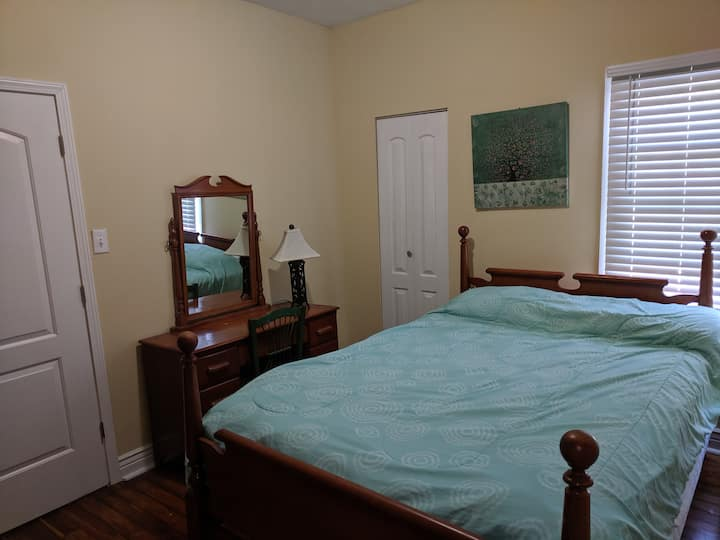 Two BR apt in center of city, near hospital & WKU