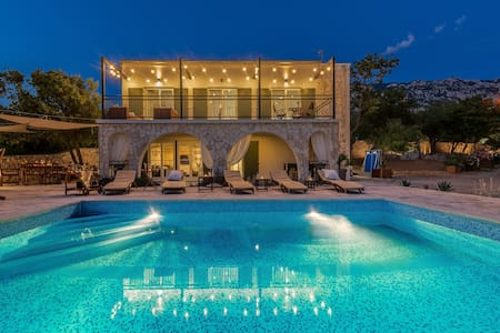 Villa Rita II (pool,jacuzzi,sunset view,silence..)