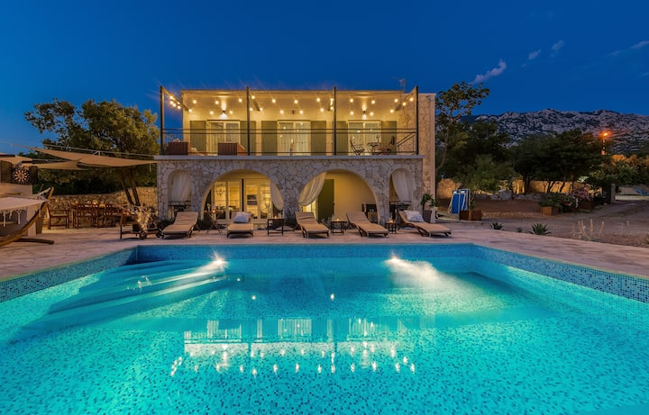Villa Rita II (pool,jacuzzi,sunset view,silence..)