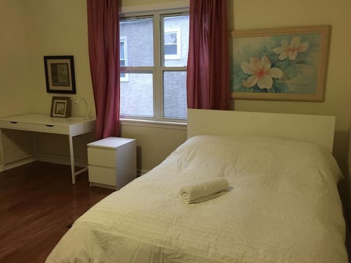 M7. Large Queen Room with Private Bathroom