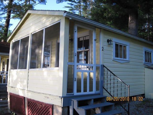 Cozy Rustic Cottage - Alton