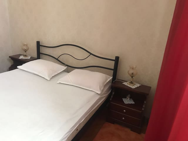 (3) Room in the centre of Split ( 2 double bed )